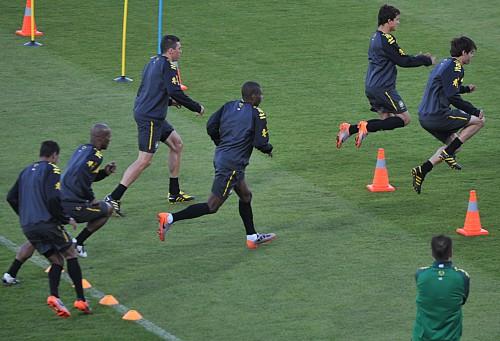 Brazil_national_football_team_training_at_Dobsonville_Stadium_2010-06-03_2